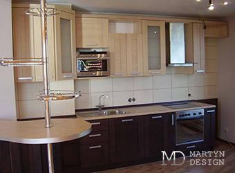 Дизайн светлой кухни-столовой с барной стойкой