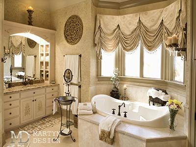 Дизайн классической ванной с портьерами