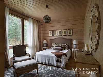 Декор в интерьере гостевой спальни загородного дома