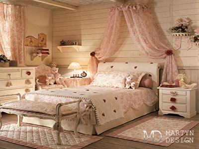 Весенний интерьер спальни с элементами стиля прованс