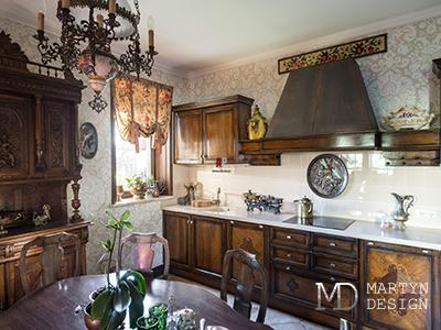 Дизайн кухни с антикварной мебелью