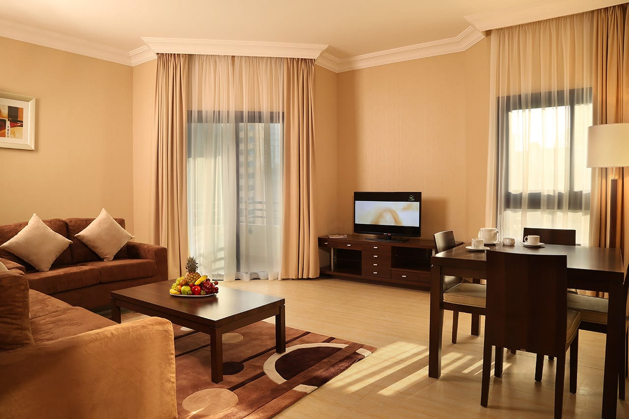 Дизайн гостиной и кухни-столовой в квартире